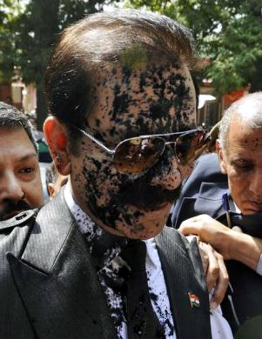 Subrata Roy after ink was thrown on his face at the Supreme Court premises.