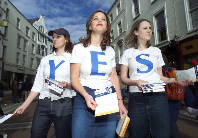 Pro-Life campaigners (L-R) Ruth Cullen, Rachael and Seana Davin.