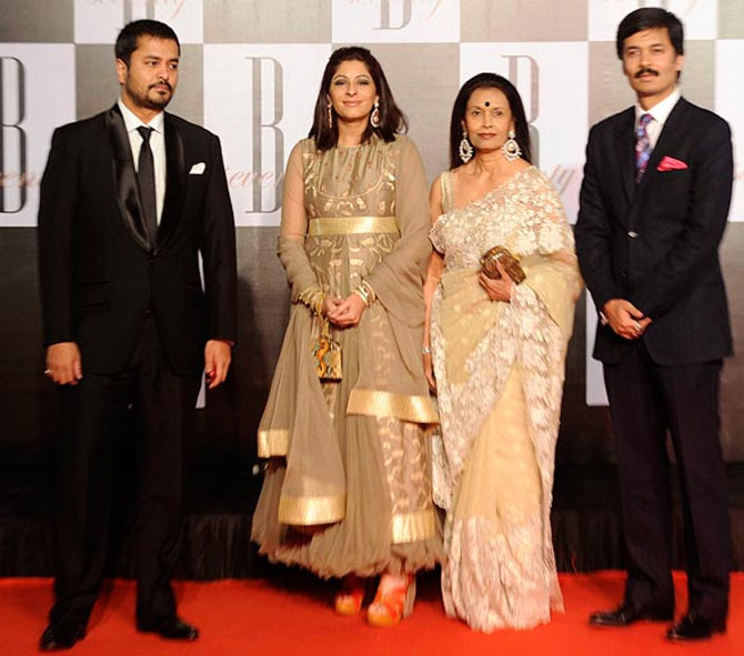 Sahara founder Subrata Roy's wife Swapna, sons Seemanto (L) (with his wife Chandni Roy) and Sushanto (R).