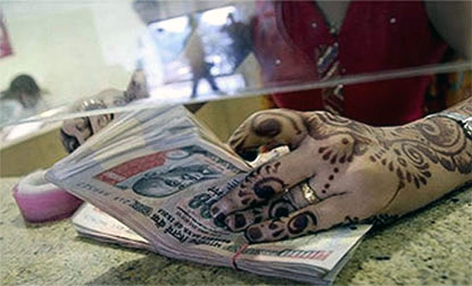What's keeping the FIIs interested in India?