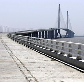 Built at a cost of $1.84 billion, the Yangtze River Tunnel and Bridge links Shanghai with its island-country of Chongming.