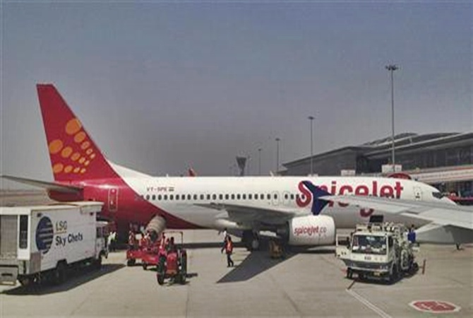 SpiceJet puts passengers at risk, celebrates Holi mid-air