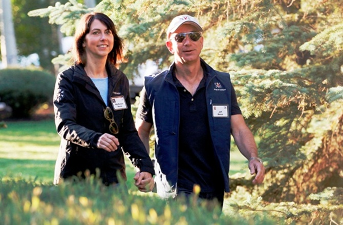 Amazon CEO Jeff Bezos (R) and his wife MacKenzie.