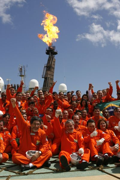 Brazil's former President Luiz Inacio Lula da Silva (front, C) and state oil company Petrobras President Jose Sergio Gabrielli (front, L) pose with workers on the company's P-34 oil rig.