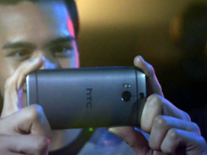 What makes the HTC One M8 a spectacular phone