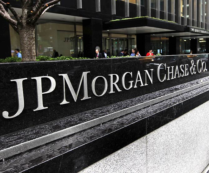 The entrance to JPMorgan Chase's international headquarters on Park Avenue.