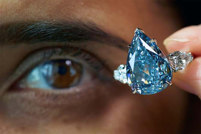 World S Largest Flawless Blue Diamond Sold At 23 8 Mn