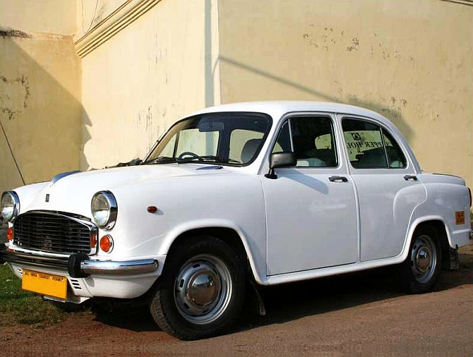 Hindustan Motors halts work in West Bengal