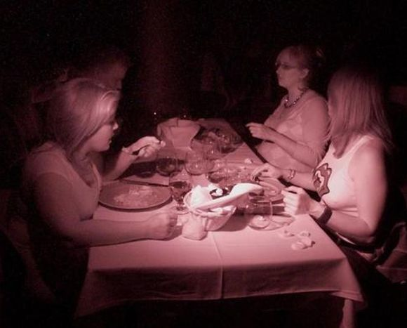 A unique dark restaurant theatre run by the blind  : 03blind restaurant1 from www.rediff.com size 580 x 467 jpeg 31kB