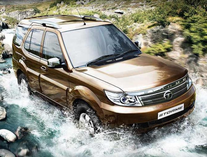 car compare how mahindra scorpio fares against safari duster business. Black Bedroom Furniture Sets. Home Design Ideas