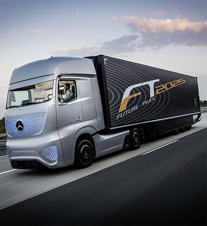 Daimler unveils an amazing self-driving truck!