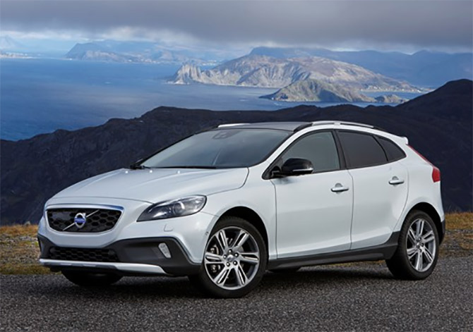 Volvo launches V40 Cross Country at Rs 27 lakh