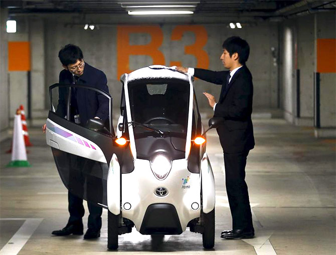 i-Road: Toyota's amazing electric car-cum-motorbike