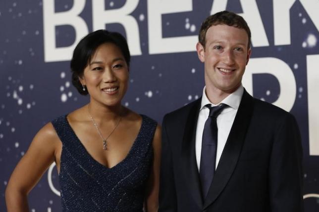 Mark Zuckerberg tightens grip as Facebook's cash flows