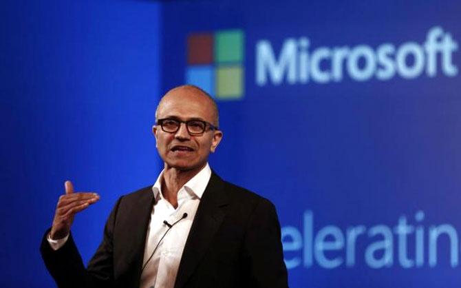Microsoft eyes debt to finance LinkedIn buy