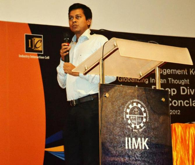 Praveen R Sinha speaking at the IIM-Kozhikode