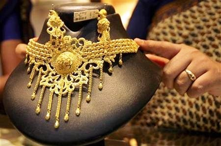 Buying jewellery over Rs 2L cash to attract 1% tax from April 1