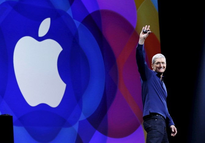 Apple CEO Tim Cook waves as he arrives on stage to deliver his keynote address at the Worldwide Developers Conference in San Francisco, California, United States June 8, 2015.