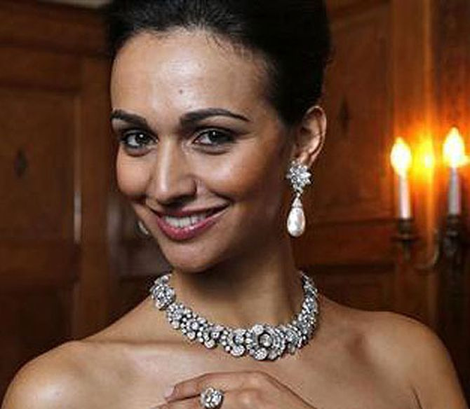 Image: A model wears a diamond necklace by Cartier, estimated at $412,777 - 515,923, in London. Photographs: Stephen Hird/Reuters
