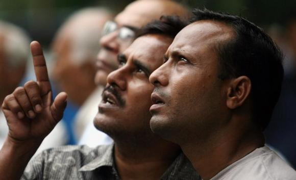 Markets collapse on geopolitical worries, Sensex tanks 654 points