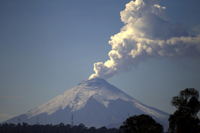 <div s highest active volcanoes in Ecuador is seen from Quito, October 26, 2015. Photograph: Guillermo Granja/Reuters</div>