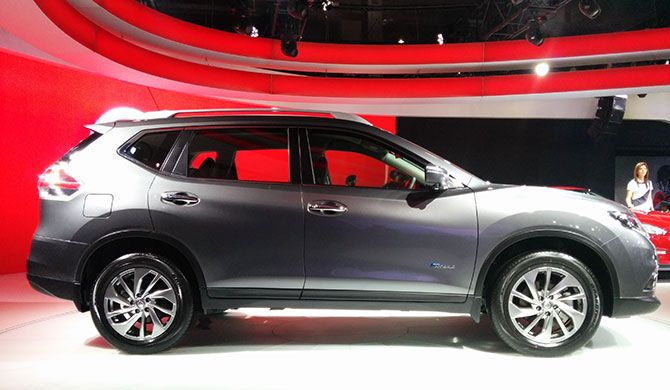 nissan x trail is back this time as a hybrid suv business. Black Bedroom Furniture Sets. Home Design Ideas