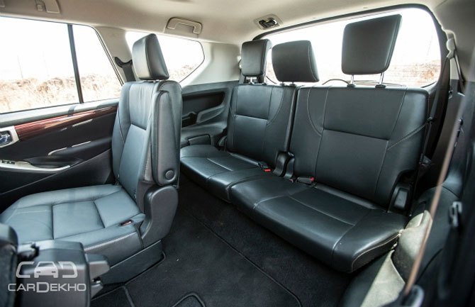 toyota innova crysta sports lot of features space and power. Black Bedroom Furniture Sets. Home Design Ideas