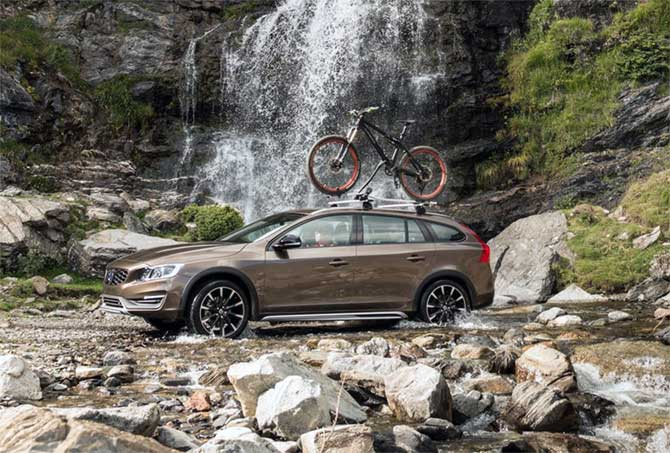 Volvo S 60 Cross country: A luxury sedan with sporty features