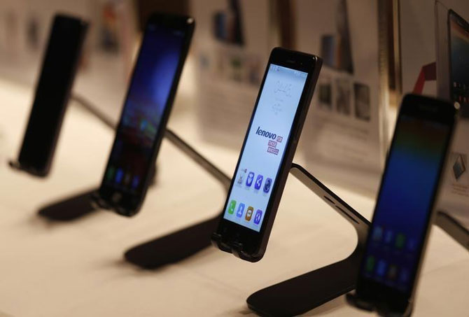 Smartphone makers line up 70 new models