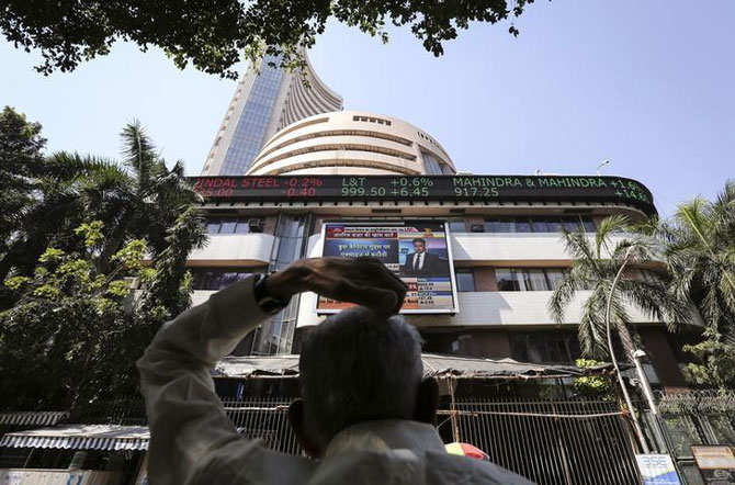 Sensex falls 374 points to end near 1-month low; banks weigh