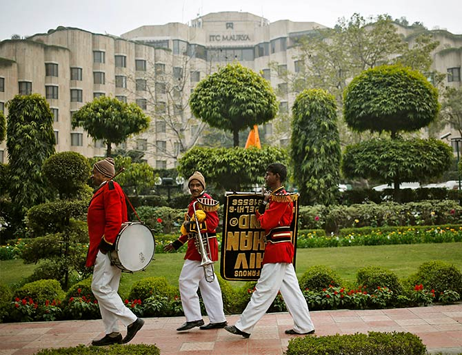 Members of a wedding band in front of the ITC Maurya, New Delhi, where both US President Barack Obama and Presdient Bill Clinton, stayed among many other heads of state, January 24, 2015. Photo: Anindito Mukherjee/Reuters