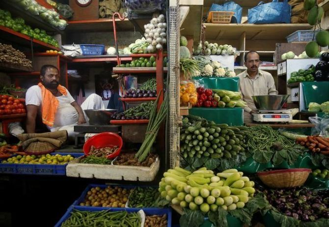 Inflation to stay below RBIs target of 4%: Survey