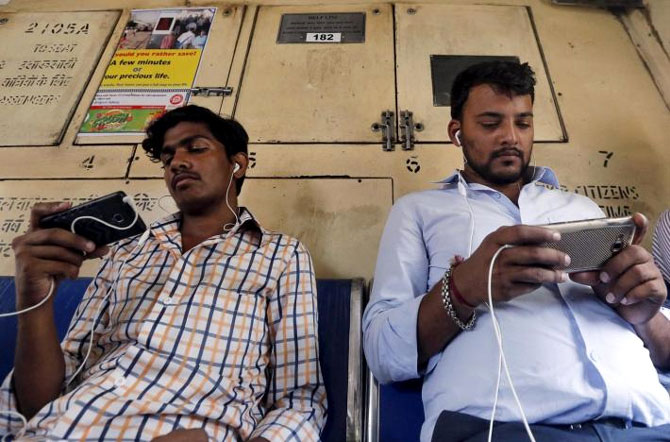 Smartphone sales fall 30% in top 50 Indian cities