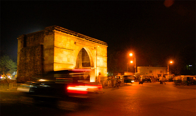 The walled city that Ahmed Shah built in 1411 AD had 12, or some say, 16 or 21 gates. This is Astodiya Gate by night. With three stone arches and once three guns, it is made from iron-plated timber. It stands 17 feet wide and 25 feet high. Photograph: Kind Courtesy Manishjogi/Wikimedia Commons.