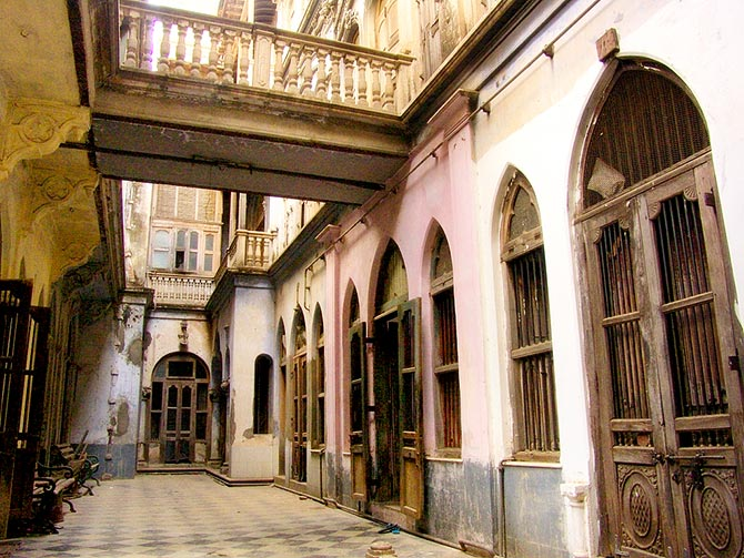 Some pols have just six homes and the largest has 3,000 homes. Some were large homes like this haveli which has 60 rooms. Photograph: Kind Courtesy Saad Akhtar/Wikimedia Commons