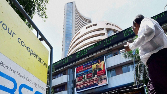 Sensex recovers by 172 points, Nifty ends at 9,100 on positive global cues