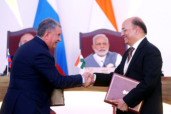 Igor Sechin, left, chief executive of Russia's top oil producer Rosneft, and Narendra Verma, managing director of ONGC Videsh Limited, attend an exchange of agreements event after the India-Russia Annual Summit in Benaulim, Goa. Photo: Sputnik/Kremlin/Mikhail Metzel via Reuters
