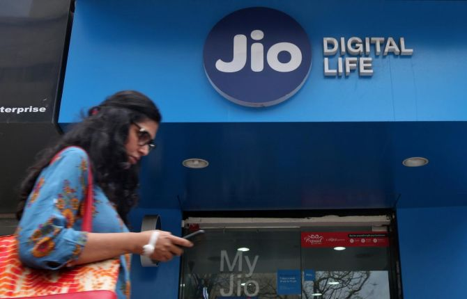 Jio's low-cost 4G phone beats rivals in non-metro circles
