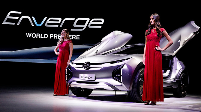 Models pose with the GAC Enverge electric concept car at the North American International Auto Show in Detroit, Michigan, U.S., January 15, 2018. Photograph: Brendan McDermid/Reuters.