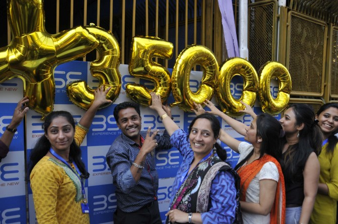 Banking, auto shares steal the show as Sensex gains 580 points