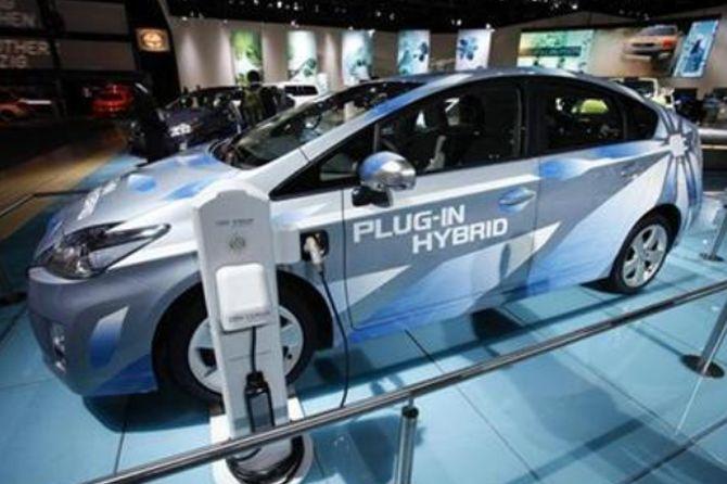 What Killed India S Budding Hybrid Car Market Rediff Com Business