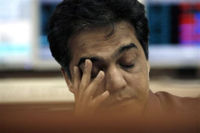 Investors lose Rs 4.30 lakh cr in 5 days as markets sink