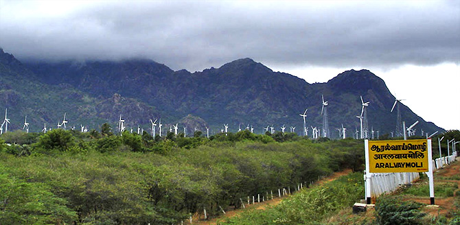 The largest wind farm of India in Muppandal seen from Aralvaimozhy station, Tamil Nadu. Photograph: Courtesy CC-by-sa PlaneMad/Wikimedia Commons.