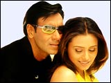 Ajay Devgan and Rani Mukerji in Chori Chori