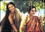 Aishwarya Rai and Raima in Chokher Bali
