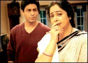 SRK and Kiron Kher in Main Hoon Na