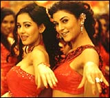 Amrita Rao and Sushmita Sen in Main Hoon Na