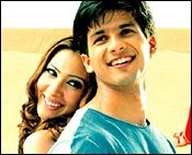 Kim Sharma and Shahid Kapoor in Fida