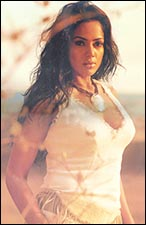Sameera Reddy in Musafir