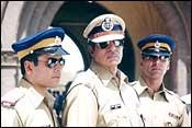 Tusshar Kapoor, Amitabh Bachchan and Akshay Kumar in Khakee